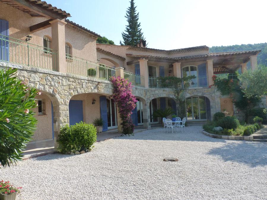 Maison de 248 m2 habitables sur 2400 m2 de terrain, belle vue